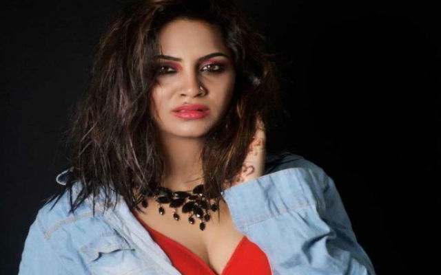 Arshi Khan all set to fly Britain: Celebrity Big Brother