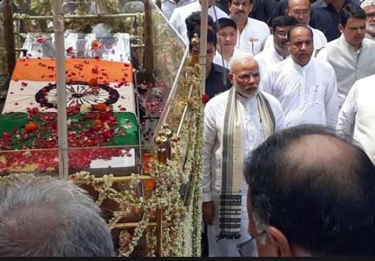 Modi Walks Miles behind Atal Bihari's pyre, breaks Protocol