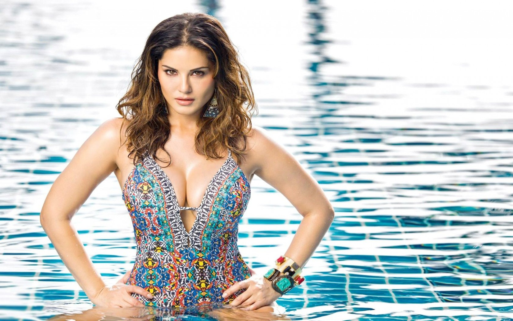 Sunny Leone's  Floral Monokini Look Must Cease Your Attention