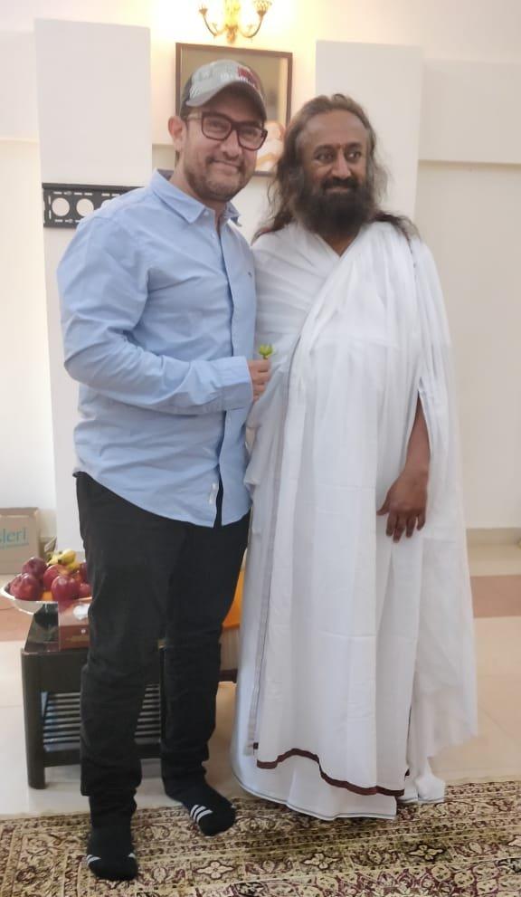 Aamir Khan met Shri Shri Ravi Shankar