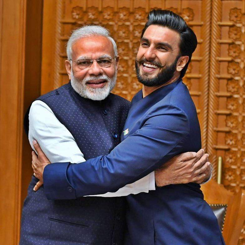 Ranveer Singh hugging PM Modi