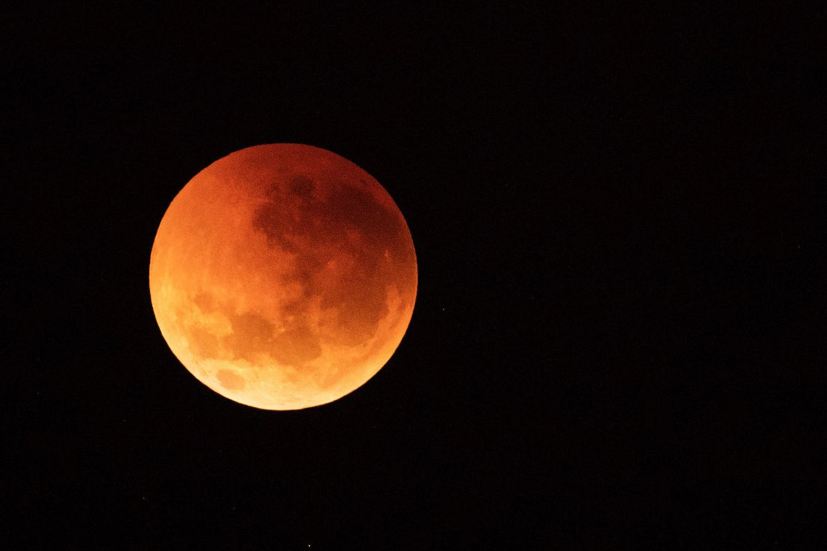 The first Lunar Eclipse of 2k19 will happen today: Know the Dos & Don'ts