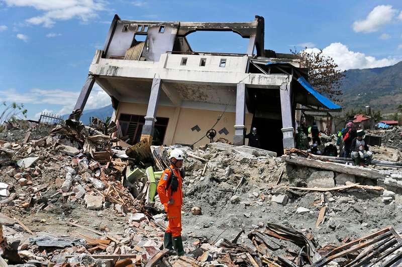 5.6 magnitude earthquake strikes kashmir