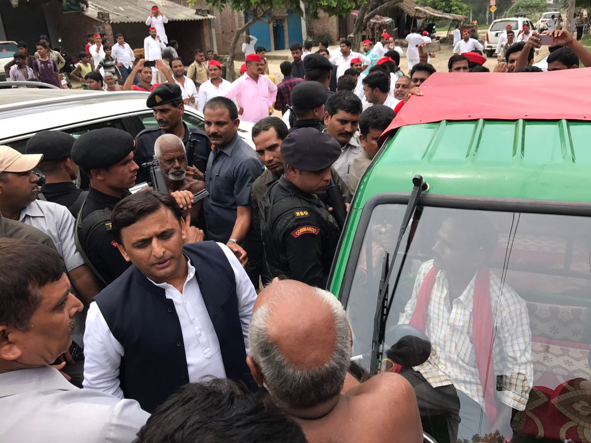 Akhilesh-Yadav-arrested-at-Lucknow-Airport