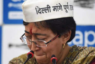 Atishi Marlena crying during press conference