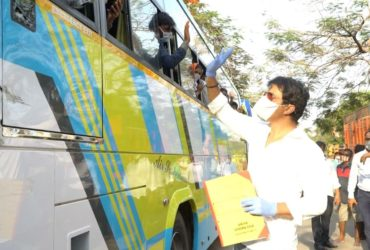 sonu sood waving at migrant workers returning home