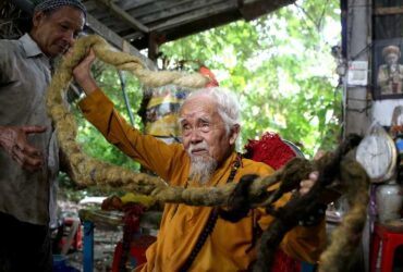 Vietnamese Man Nguyen Van Chein with 5-metre long hair goes 80 years without a trim!