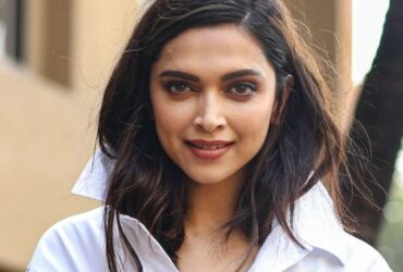 Meanwhile Deepika Padukone and Ranveer Singh met Mumbai's Top lawyers last night at a five-star hotel. According to the reports, they met a team of 12 lawyers late last night to discuss the legal strategy