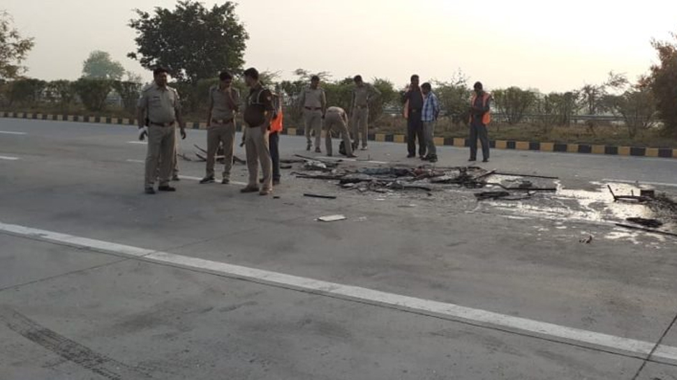 bus accident in greater noida