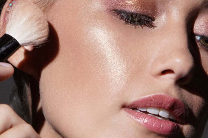 Mac The OG of Makeup, Mac offers a Mineralise Skinfinish highlighter which indeed is the secret of every celebrity's red carpet look. If you looking for a high end highlighter, this might be the perfect one
