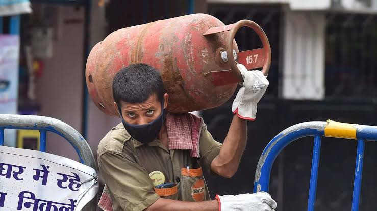 Domestic gas cylinder prices increased by Rs 25, more than doubled in past 7 years