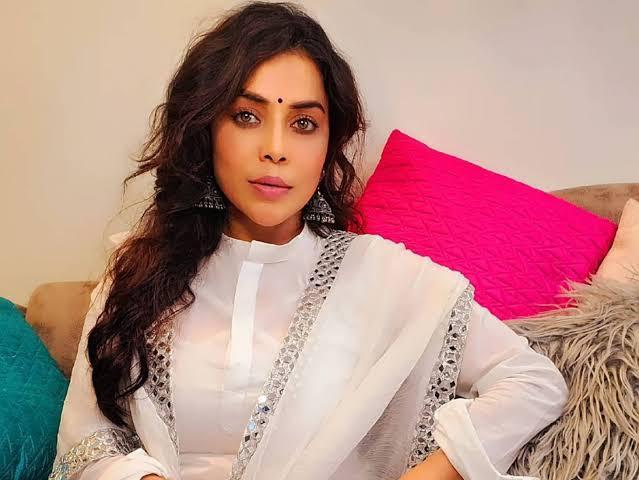 Shocking: Actress Nikita Rawal robbed at gunpoint in Delhi